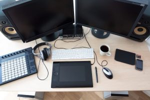 how to connect two monitors to a laptop